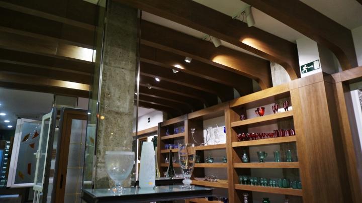 axis carpinteria y diseño decoracion interiorismo mueble a medida estanterias mobiliario comercial de madera badajoz extremadura