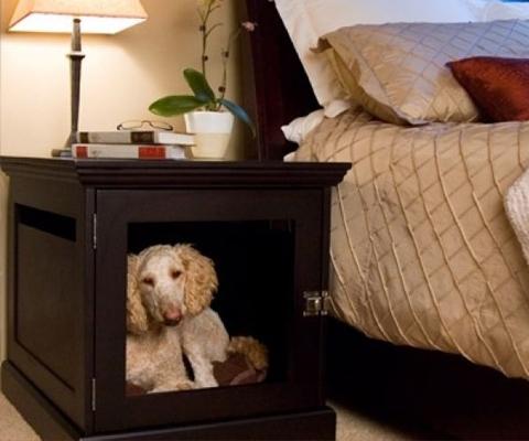foto perro dentro de mesilla de noche